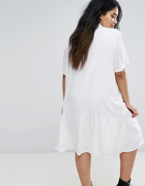 photo Oversized Dress with Short Sleeve and Peplum Hem by Daisy Street Plus, color White - Image 2