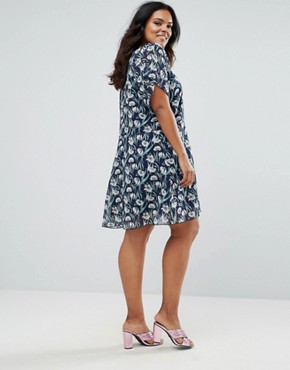 photo Tea Dress in Large Daisy Print by Yumi Plus, color Navy - Image 2