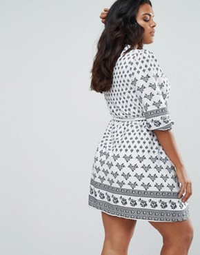 photo Belted Dress in Border Print by Yumi Plus, color Cream - Image 2