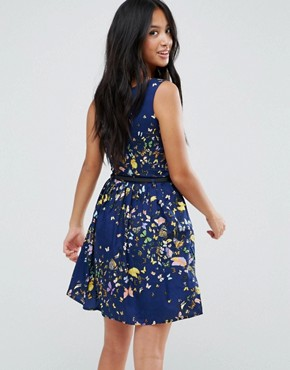 photo Belted Skater Dress in Butterfly Print by Yumi Petite, color Navy - Image 2