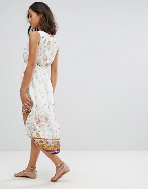 photo Dip Hem Dress in Meadow Print by Yumi Petite, color Cream - Image 2