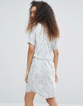 photo Printed Shift Dress by Ichi, color Mirage Gray - Image 2
