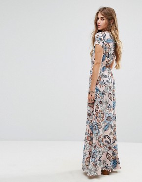 photo Maxi Dress in Large Floral Print by Liquorish, color Pink - Image 2