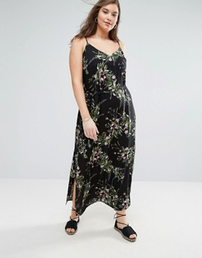 photo Floral Cross Back Maxi Dress by New Look Plus, color Black Pattern - Image 2