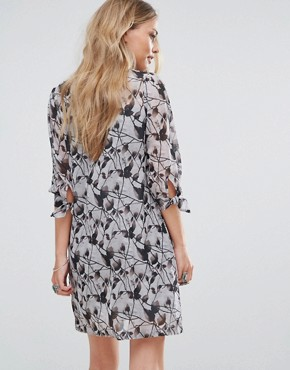 photo Passi Tie Front Printed Shift Dress by Bellfield, color Grey - Image 2