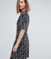 photo Ditsy Floral Shift Dress by Warehouse, color Black Pattern - Image 2