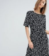 photo Ditsy Floral Shift Dress by Warehouse, color Black Pattern - Image 1