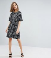 photo Ditsy Floral Shift Dress by Warehouse, color Black Pattern - Image 4