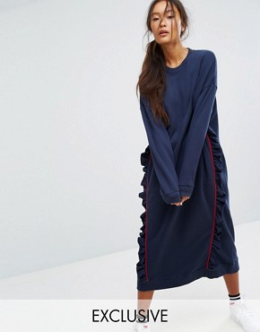 photo Ruffle Contrast Sweat Dress by Monki, color Navy - Image 1