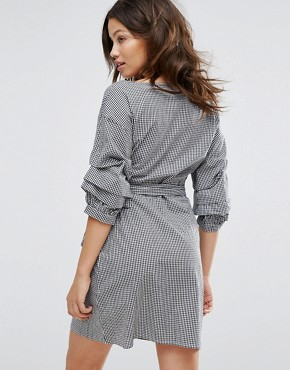 photo Gingham Ruched Sleeve Wrap Dress by New Look, color Black Pattern - Image 2