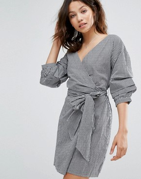photo Gingham Ruched Sleeve Wrap Dress by New Look, color Black Pattern - Image 1