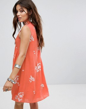 photo Sleeveless Smock Dress with Choker Neck and Floral Embroidery by Honey Punch, color Red - Image 2