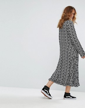 photo Flared Sleeve Midi Dress by Reclaimed Vintage Inspired, color Black - Image 2