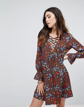 photo Lace Up Leaf Print Smock Dress by Influence, color Multi - Image 1
