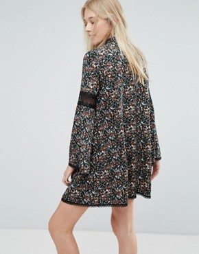 photo Floral Smock Dress with Lace Inserts by Liquorish, color Print - Image 2