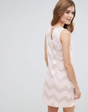 photo Sleeveless Shift Dress in Zig Zag Print by Lavand, color Pink - Image 2
