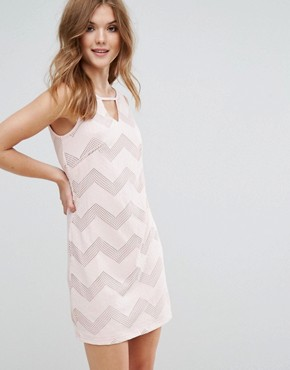 photo Sleeveless Shift Dress in Zig Zag Print by Lavand, color Pink - Image 1
