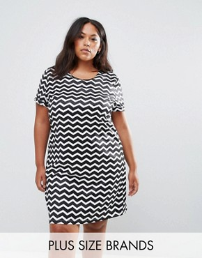 photo Tunic Dress with Metal Plate Detail in Chevron Print by Yumi Plus, color Black/White - Image 1