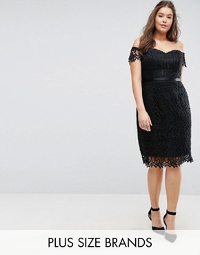 photo Lace Bandeau Midi Dress with Sweetheart Neck by Chi Chi London Plus, color Black - Image 1