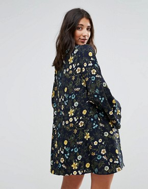 photo Floral Printed Shift Dress by QED London, color Navy - Image 2