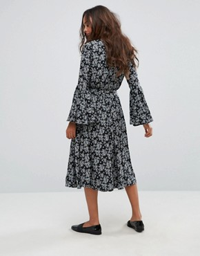 photo Floral Midi Dress with Frill Sleeve by Yumi Petite, color Black - Image 2