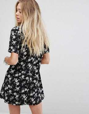 photo Tea Dress in Grunge Floral by Glamorous, color Black - Image 2
