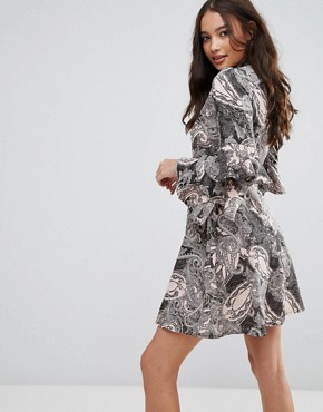 photo Paisley Dress with Ruffle Sleeves by Influence, color Multi - Image 2