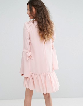 photo Shift Dress with Peplum Hem and Ribbon Tie Sleeves by Glamorous Tall, color Light Pink - Image 2