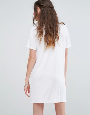photo Relaxed T-Shirt Dress with Choker Neck Detail by Glamorous Tall, color White - Image 2