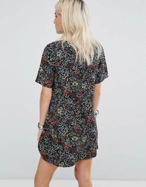 photo Tea Dress in Grunge Floral by Glamorous Petite, color Black - Image 2