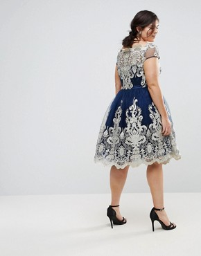 photo Metallic Lace Midi Prom Dress with Bardot Neck by Chi Chi London Plus Premium, color Navy - Image 2