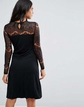 photo Ciccu Long Lace Sleeved Shift Dress by Y.A.S, color Black - Image 2