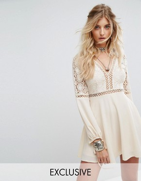 photo Long Sleeve Dress with Lace and Ladder Inserts by Kiss The Sky, color Cream - Image 1