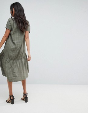 photo Textured Grid T-Shirt Smock Midi Dress by ASOS, color Khaki - Image 2