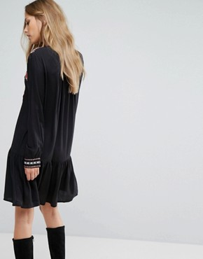 photo Embroidered Tie Neck Dress by Vero Moda, color Black - Image 2