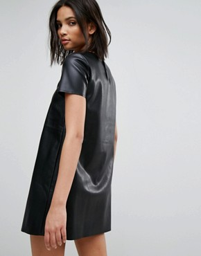 photo Leather Look Shift Dress by Stradivarius, color Black - Image 2
