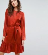 photo Tie Up Frill Hem Dress by Y.A.S, color Red - Image 1
