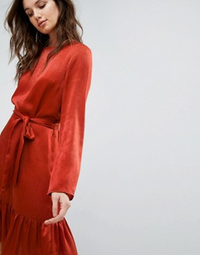 photo Tie Up Frill Hem Dress by Y.A.S, color Red - Image 3