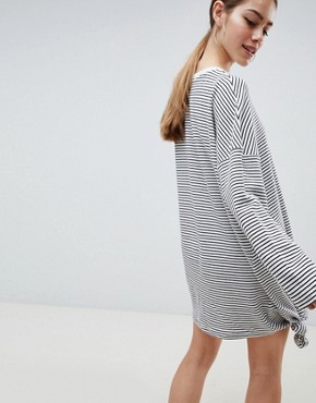 photo Oversized Stripe Knot Detail T-Shirt Dress by Missguided Petite, color White - Image 2