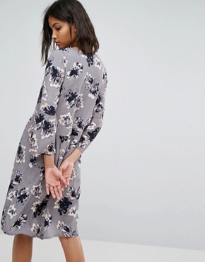 photo 3/4 Sleeve Floral Shift Dress by Soaked in Luxury, color Grey - Image 2