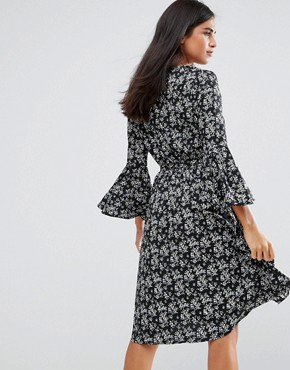 photo Flare Sleeve Dress in Floral Print by Yumi, color Black - Image 2