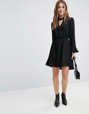 photo Johnanna Fluted Sleeve Dress by Only, color Black - Image 4