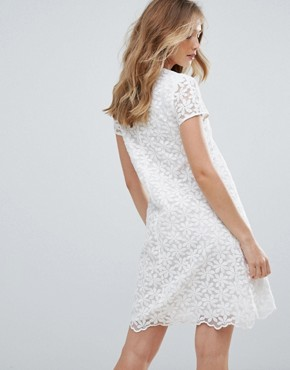 photo V-Neck Lace Shift Dress by Traffic People, color White - Image 2