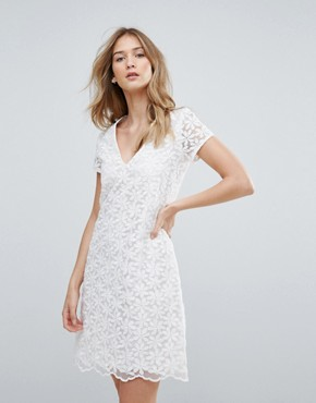 photo V-Neck Lace Shift Dress by Traffic People, color White - Image 1
