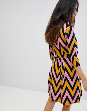 photo Chevron Zip Dress by Traffic People, color Navy/Mustard - Image 2