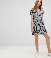 photo Bird Printed Tunic Dress by QED London, color Grey - Image 4