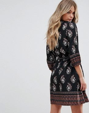 photo Belted Dress with 3/4 Sleeves in Border Print by Yumi, color Black - Image 2