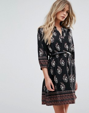 photo Belted Dress with 3/4 Sleeves in Border Print by Yumi, color Black - Image 1