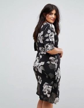 photo Asymetric Midi Dress in Mono Floral by Yumi Plus, color Black - Image 2