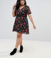 photo Poppy Print Dress with Studded Belt by Yumi Plus, color Black - Image 4